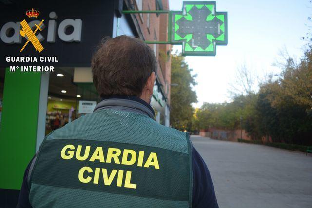 guardia civil en farmacia