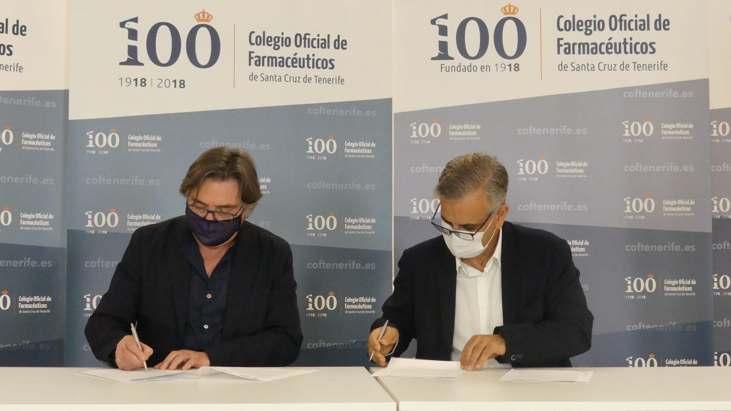 Firma del convenio entre el presidente de Farmamundi, Ricard Troiano i Gomà y el presidente del Colegio Oficial de Farmacéuticos de Tenerife, Manuel Ángel Galván González